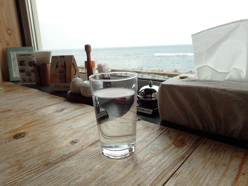 海が見えるカウンター席