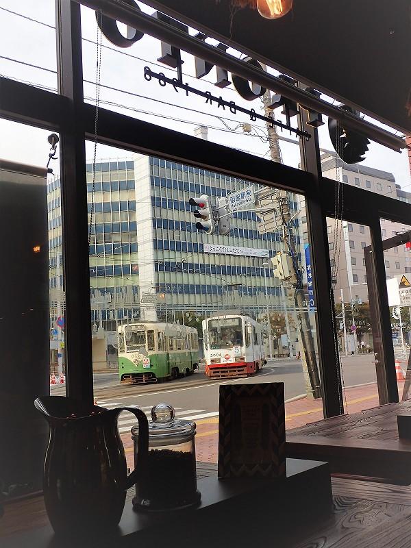 定番カフェでの特別な朝