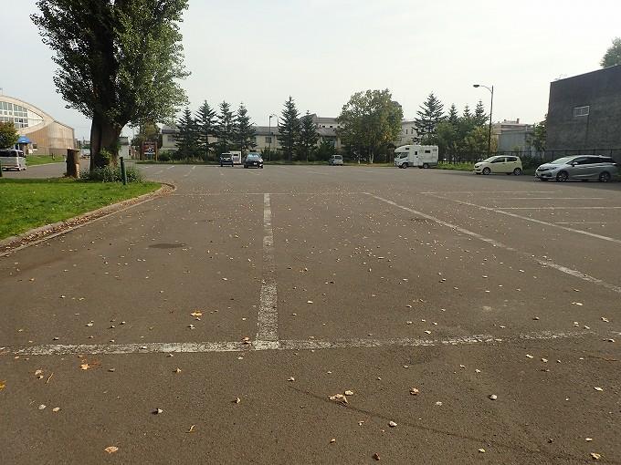 スペース・アップルよいち 駐車場